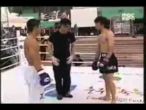 Taekwondo vs Muay Thai Crazy KO
