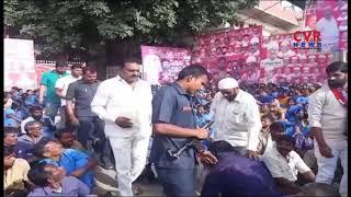 Panchayat Workers' Protest  in Front of Rajendra Nagar MLA | Hyderabad | CVR NEWS - CVRNEWSOFFICIAL