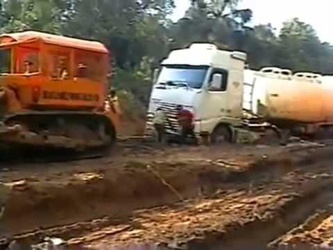Caminhões num dos maiores atoleiros do Brasil - Mato Grosso