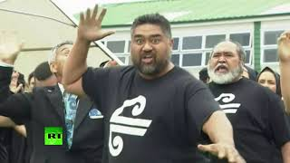 Auckland's Islamic school holds service honoring mosque attacks while being guarded by armed police - RUSSIATODAY