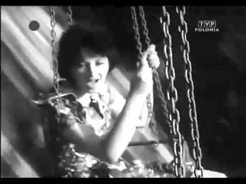 """Jeden z ciekawszych utworów zespołu ze słowami Soni Landau (Krystyny Żywulskiej), autorki głośnej książki wspomnieniowej """"Przeżyłam Oświęcim""""."""