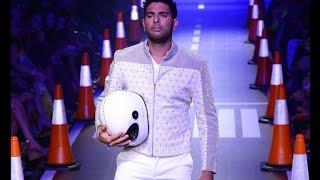 OMG! Its Cricketer Yuvraj Singh on ramp - IANSINDIA