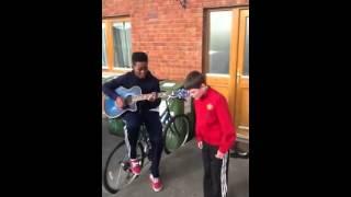 Два ирландских подростка Великолепно поют We Found Love!