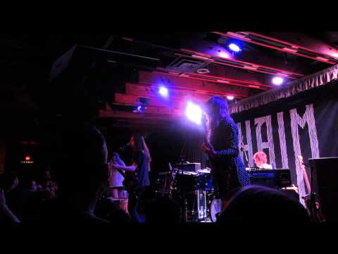 "HAIM performs ""Falling"" at Crescent Ballroom"