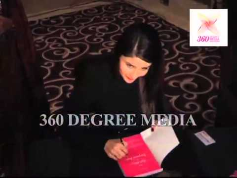 Kareena Kapoor Khan autographs a copy of 'The Style Diary of a Bollywood Diva'