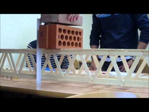 Puentes con palitos de madera. Prueba de rigidez. 1º edificacion UEMC. 30.3.2011