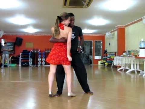 Gilberto Paixão dançando forró com a Isabel na academia Body Life - 2012