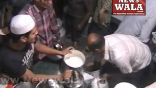 Eid Ul Fitr 2014 - People buying milk at Azampura - THENEWSWALA