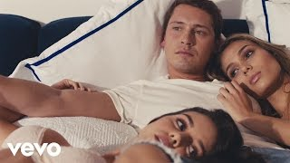 Video Cris Cab - Turn Out the Light (Official Video) ft. J Balvin