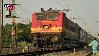 Sanghamitra Express Escapes from Accident at  Warangal : TV5 News - TV5NEWSCHANNEL