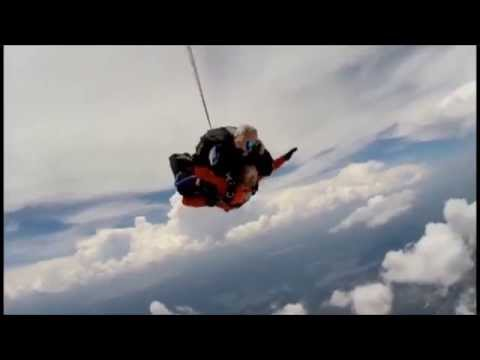 What Sky Diving feels like, What to expect & Sky Diving Tips based on my first Skydive experience.