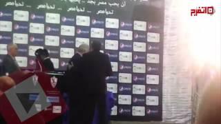 مرتضى منصور يكرم صالح سليم وزوجته تتسلم الجائزة