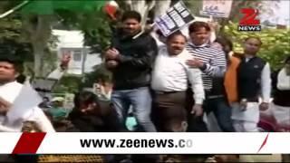 Youth Congress protests against internet censorship outside Ravi Shankar Prasad's residence - ZEENEWS