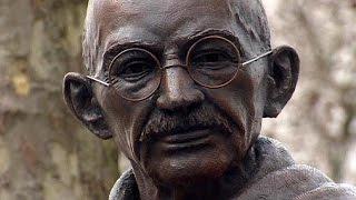 بريطانيا تزيح الستار عن تمثال المهاتما غاندي