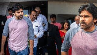 Pawan Kalyan Entry In America Airport | TANA MAHASABHA | Pawan Kalyan Fans - RAJSHRITELUGU
