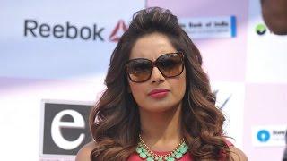 Bipasha Basu roots for breast cancer awareness - IANSINDIA