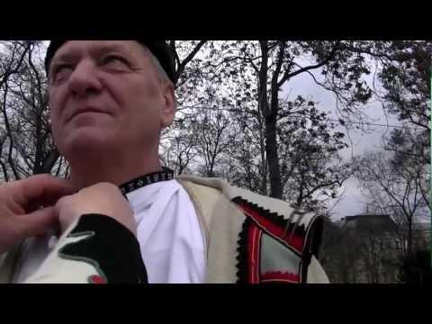 PRAHA - kameramanka,zpěvačka Tetek LIBUŠE SEDLÁŘOVÁ u vázání horňáckých košil