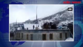 video : जम्मू-कश्मीर और हिमाचल के कुछ स्थानों पर बर्फ़बारी