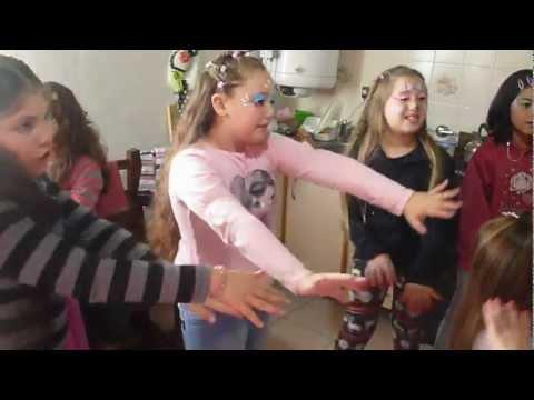 COQUETAS: Animación para nenas. Bailan Tche tche reré en el cumple de Giuliana... 02/06/2012