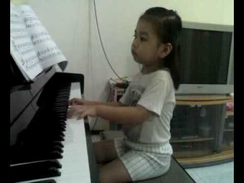 Sherina 3.5 years old :  playing piano