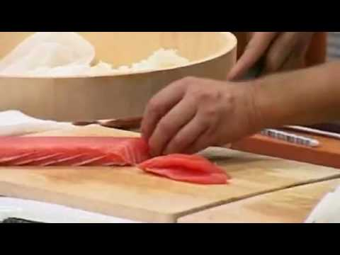 Pokaz sushi w ambasadzie Japonii przez wykładowcę Akademii Sushi w Tokyo Pana Kawasumi.
