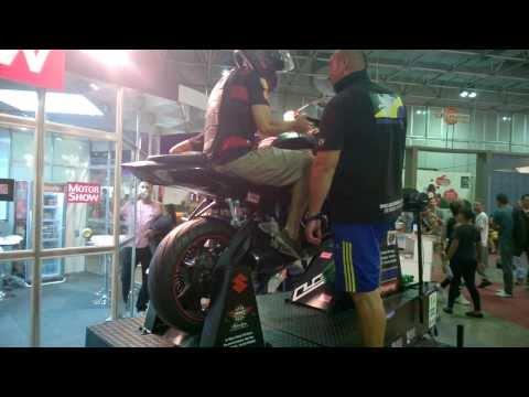 Aula de como empinar moto - Salão Bike Show - parte 2