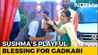 Video: Sushma Swaraj's Playful Blessing For Nitin Gadkari At BJP HQ - NDTV