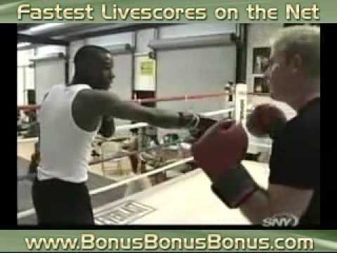 Floyd Mayweather Demonstrating Techniques -uR8XQDbZo4Q
