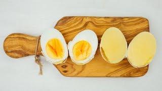 بالفيديو.. شاهد خدعة تحويل البيضة إلى صفار فقط قبل تقشيرها