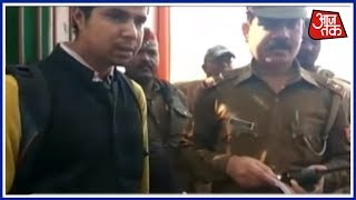 No Entry! People Dressed In Black Denied Entry To Yogi Adityanath-Amit Shah Programme In Varanasi - AAJTAKTV