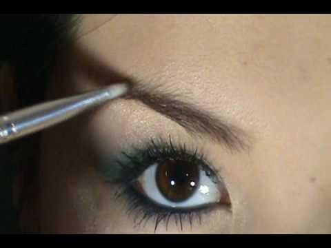 Maquillaje azul verde tornasol especial para ojos color café
