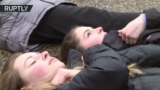 Students stage 'lie-in' outside White House demanding gun control - RUSSIATODAY