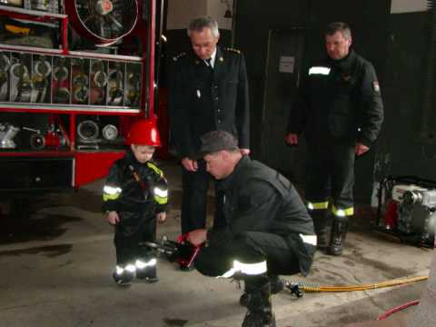 Zdjęcia dokumentujące zostanie przez małego Adriana strażakiem.