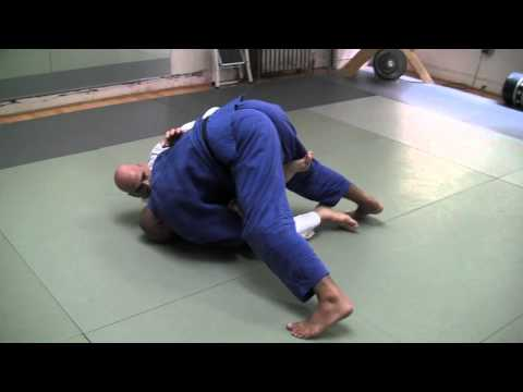 "BJJ Brazilian Jiu-Jitsu Technique - Ailson ""Jucao"" Brites - Passing the Butterfly Guard"