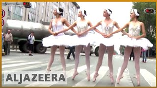 🇲🇽  Mexico City: Drivers stuck in traffic treated to ballet | Al Jazeera English - ALJAZEERAENGLISH