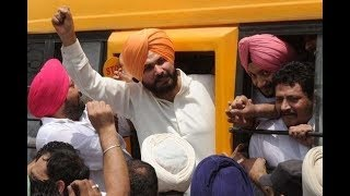 Navjot Singh Sidhu sparks controversy, talks about Godhra to cover up for Pak invite - TIMESOFINDIACHANNEL