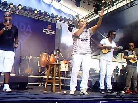 Leandro Lehart reúne a maior bateria de escola de samba do mundo.