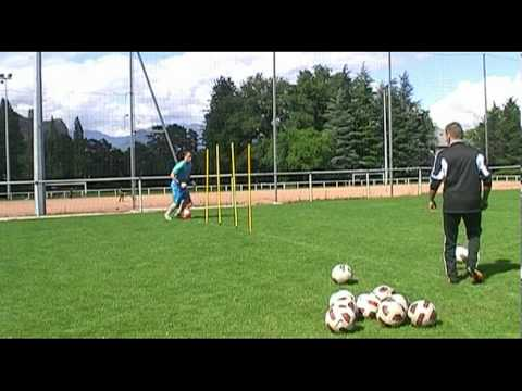 entrainement gardien but : exercice vivacité 4 gardien de but football goalkeeper training