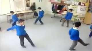 Sınıfta Halk Oyunu Resitali
