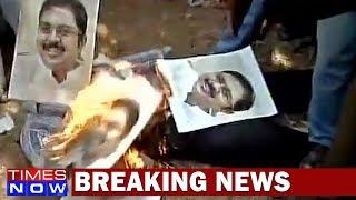 AIADMK's Angry Protesters Burn Effigies of TTV Dinakaran - TIMESNOWONLINE