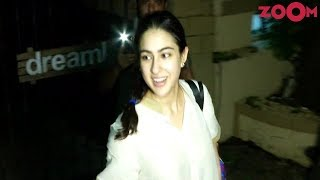 Sara Ali Khan Waves And Thanks Her Fans In Mumbai - ZOOMDEKHO