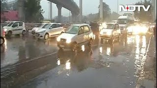 दिल्ली-एनसीआर में बारिश के बाद बढ़ी ठंड - NDTVINDIA