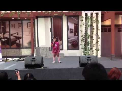 7 years old girl sings chinese song THUNG HUA
