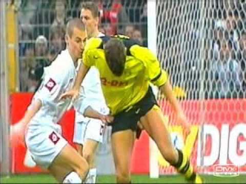 Tai nạn bóng đá (có con chim vành khuyên nhỏ ...)