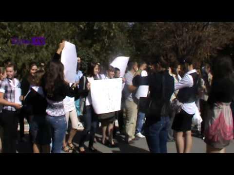 Telenești: tineri și profesori la protest