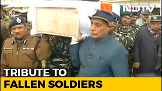 Rajnath Singh Carries Coffin Of Soldier Killed In Pulwama Terror Attack - NDTV