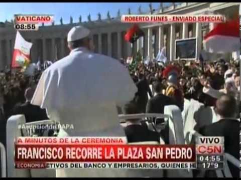 El Papa Francisco saludó a miles de fieles en la plaza San Pedro