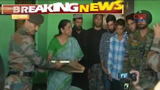 Nirmala Sitharaman visits Army Jawan Aurangzeb family in Jammu Kashmir's Poonch   CVR News - CVRNEWSOFFICIAL