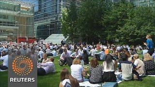 Warm weather boosts UK sales figures - REUTERSVIDEO