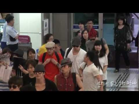[FANCAM] 110717 Gimpo Airport (Leaving for Japan) - Chansung focused